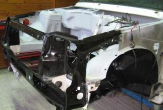 recomposición y refuerzo de zona frontal de coche zona de motor delantero