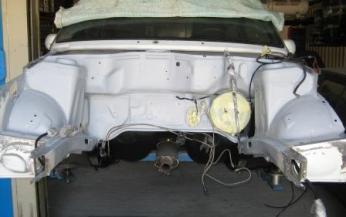 saneado y restauración de zona de hueco de motor de coche delantera